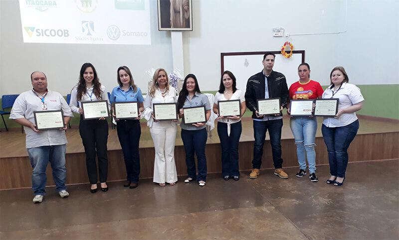 Uniodonto Maringá recebe certificado de excelência pelo Projeto Jovem Aprendiz